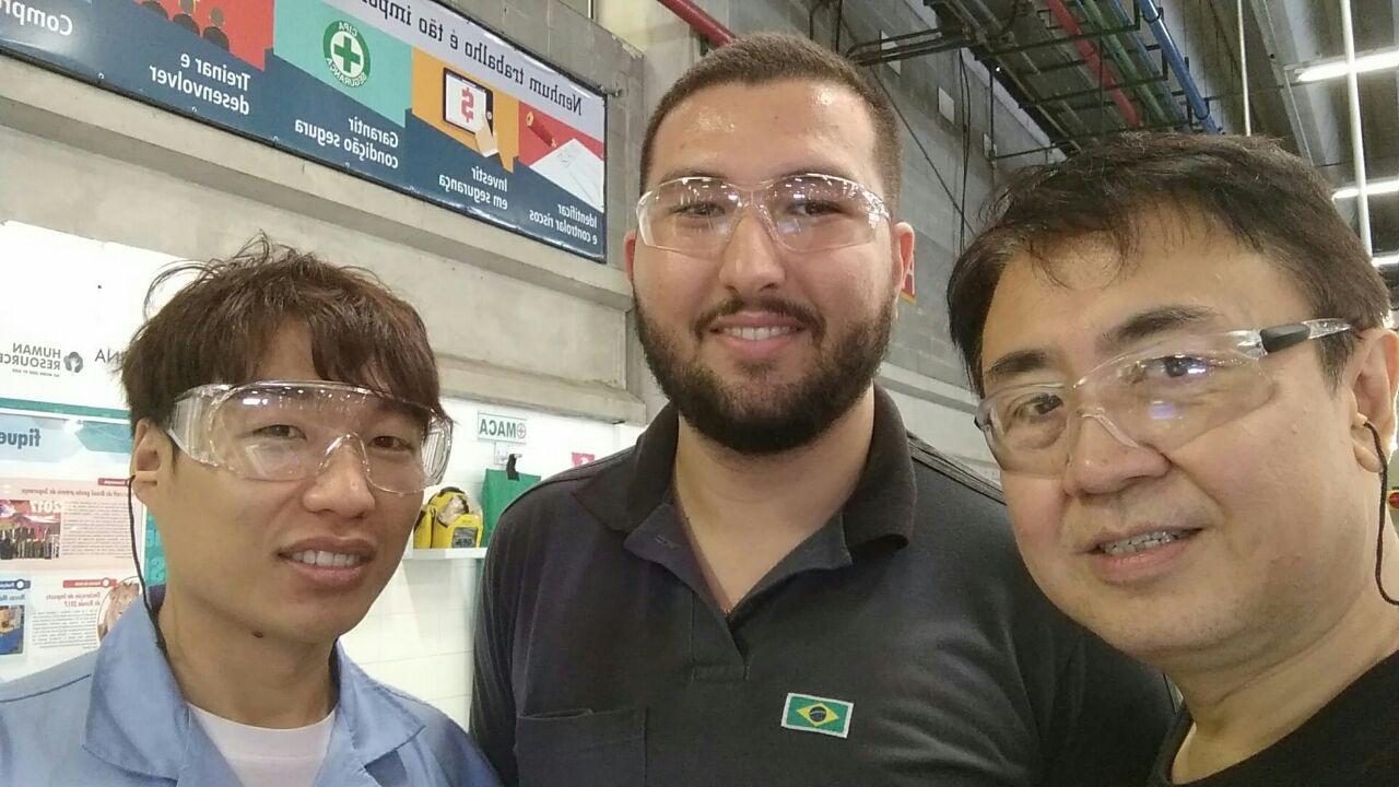 Imagem de participantes da reunião na empresa de refrigeração